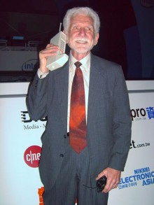 Who-invented-the-cell-phone-worlds-first-cell-phone-220x293